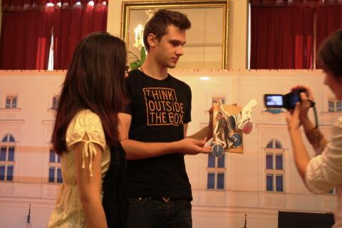 A makett színházi bemutatója